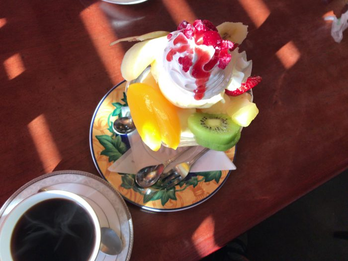 藤枝喫茶店マリンバでパフェでかい